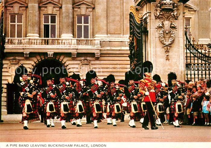AK / Ansichtskarte Leibgarde_Wache Pipe Band Buckingham Palace London
