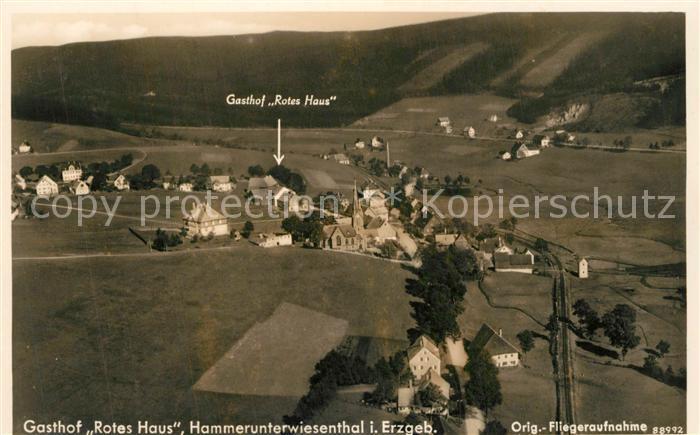 AK / Ansichtskarte Hammerunterwiesenthal Fliegeraufnahme mit Gasthof Rotes Haus Hammerunterwiesenthal 0