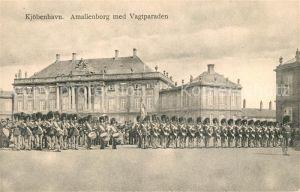AK / Ansichtskarte Kobenhavn Amalienborg mit Vagtparaden Kobenhavn