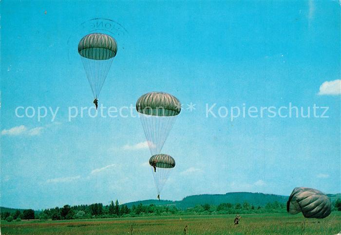 AK / Ansichtskarte Militaria_Deutschland Deutsche Bundeswehr Fallschirmj?ger  Militaria_Deutschland