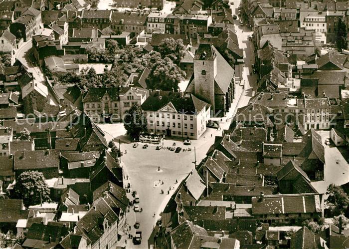AK / Ansichtskarte Schoeningen Kirche mit Rathaus Fliegeraufnahme Schoeningen