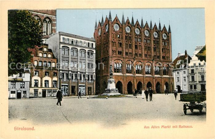 Stralsund_Mecklenburg_Vorpommern Alter Markt mit Rathaus Denkmal Stralsund_Mecklenburg