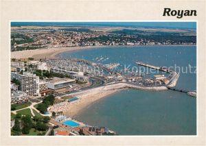 AK / Ansichtskarte Royan_Charente Maritime Plage du Foucillon Embarcadere et le port vue aerienne Royan Charente Maritime
