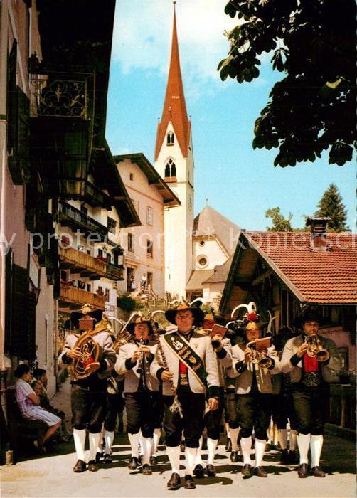 AK / Ansichtskarte Hippach Dorfstrasse Die Musik rueckt aus Hippach