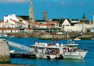 AK / Ansichtskarte Saint Gilles Croix de Vie_Vendee Arrivee du bateau Port Eglise Tour Saint Gilles Croix de Vie