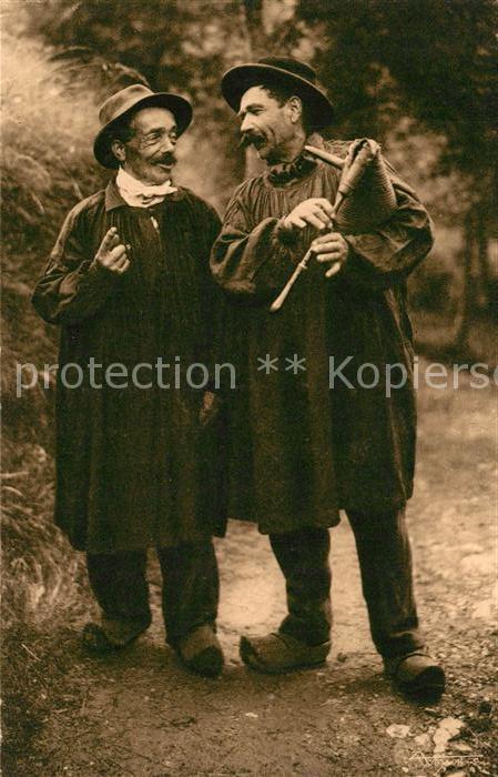 AK / Ansichtskarte Typen Frankreich Auvergne Chanteurs Musette Typen