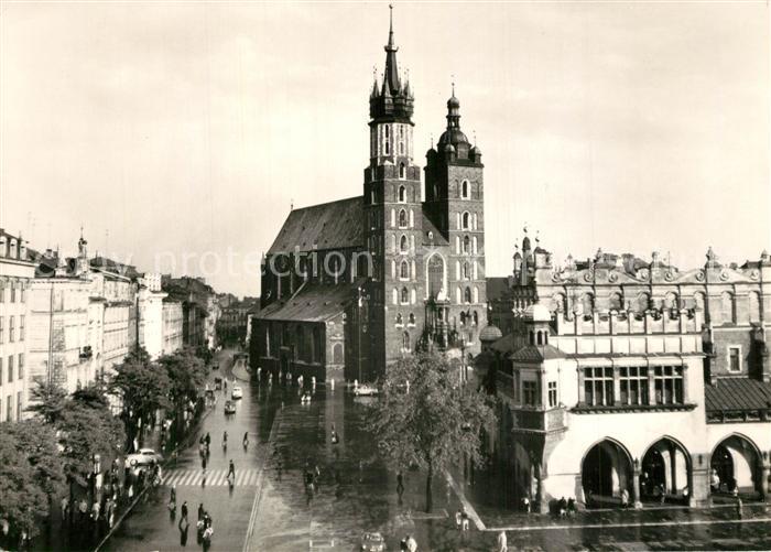AK / Ansichtskarte Krakow_Krakau Rynek Glowny z koselotem Mariackim i fragmentem Sukiennie Krakow Krakau