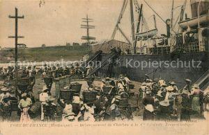 AK / Ansichtskarte Fort De France Debarquement de Charbon Hafen Einschiffen Fort De France