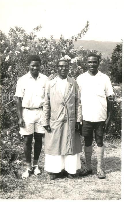 AK / Ansichtskarte Tansania Njombe Pater Bewohner Tansania