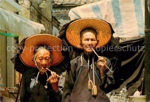 AK / Ansichtskarte Hongkong Zwei Chinesen beim Rauchen Hongkong