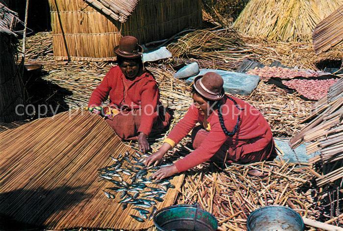 AK / Ansichtskarte Peru Puno Titicaca See Kochende Frauen Fisch Peru