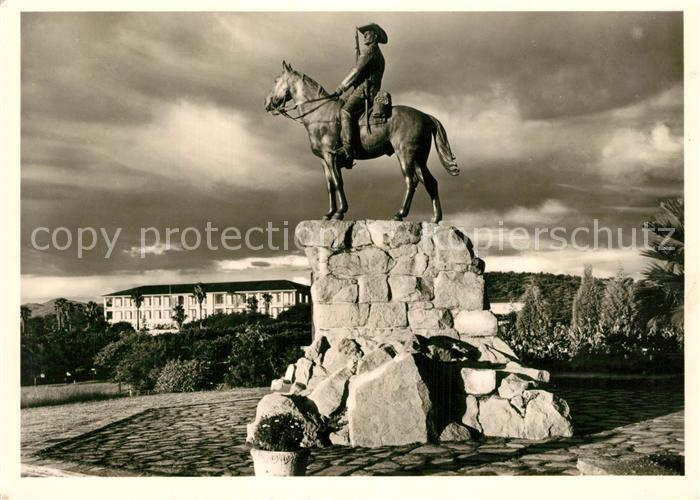 AK / Ansichtskarte Windhoek Der Reiter von Suedwest im Abendlicht Windhoek