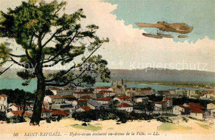AK / Ansichtskarte Saint Raphael_Var Hydro avion evoluant au dessus de la ville Saint Raphael Var