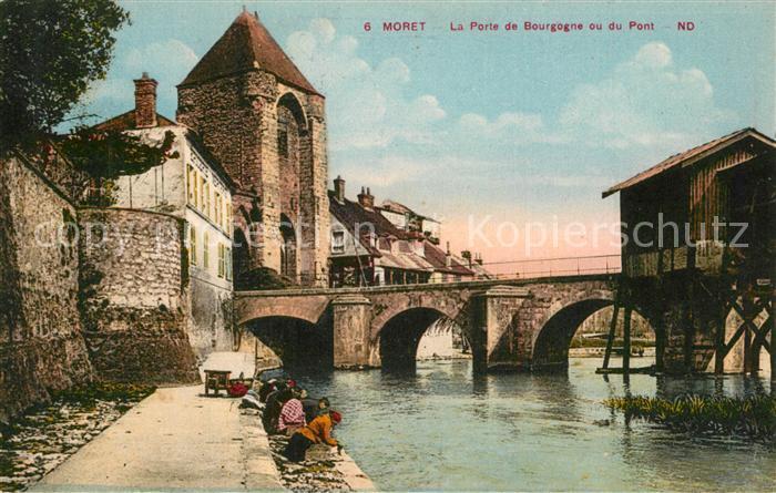 AK / Ansichtskarte Moret sur Loing Porte de Bourgogne ou du Pont Waschfrauen Moret sur Loing 0