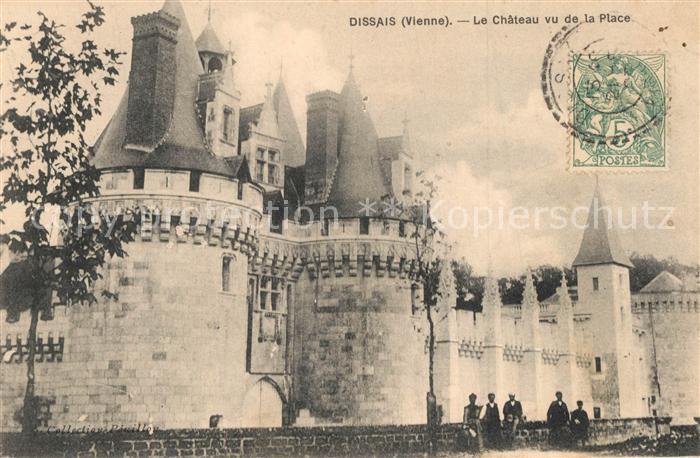 AK / Ansichtskarte Mareuil sur Lay Dissais Le Chateau vu de la Place Mareuil sur Lay Dissais