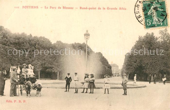 AK / Ansichtskarte Poitiers_Vienne Le Parc de Blossac Rond point de la Grande Allee Poitiers Vienne 0