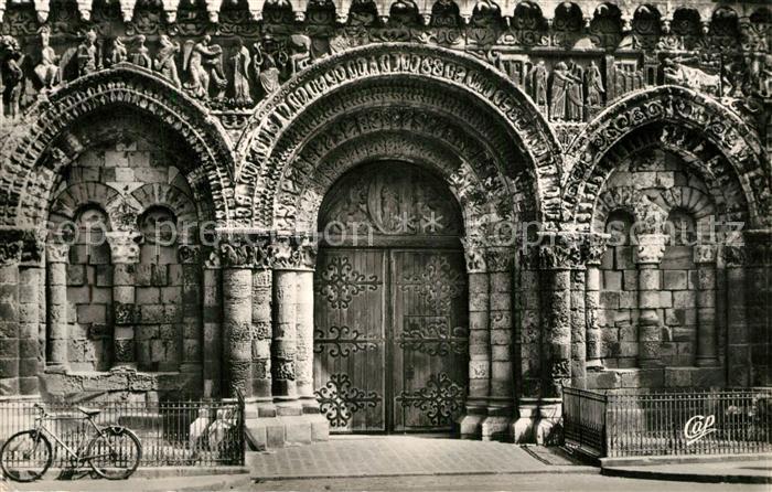 AK / Ansichtskarte Poitiers_Vienne Porche Central de Notre Dame la Grande Poitiers Vienne
