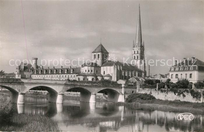 AK / Ansichtskarte Saint Savin sur Gartempe Eglise et le Pont Neuf  0