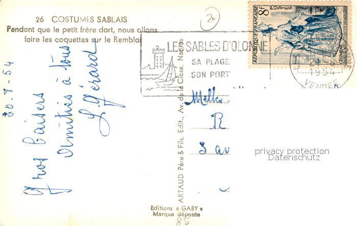 AK / Ansichtskarte Les_Sables d_Olonne Costumes Sablais Pendant que le petit frere dort nous allons faire les coquettes sur le Remblai Les_Sables d_Olonne 1