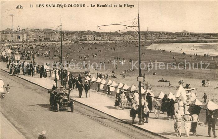 AK / Ansichtskarte Les_Sables d_Olonne Le Remblai et la Plage Les_Sables d_Olonne