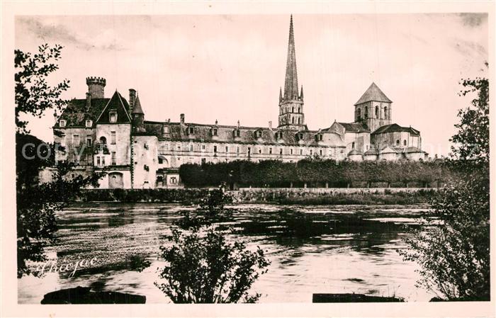 AK / Ansichtskarte Saint Savin_Vienne Le Chateau Eglise sur le bord de la Gartempe Saint Savin Vienne