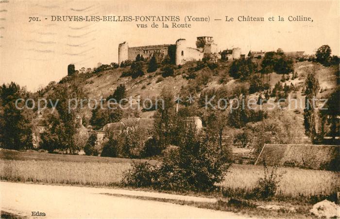 AK / Ansichtskarte Druyes les Belles Fontaines Le Chateau et la Colline vus de la Route Druyes les Belles Fontaines