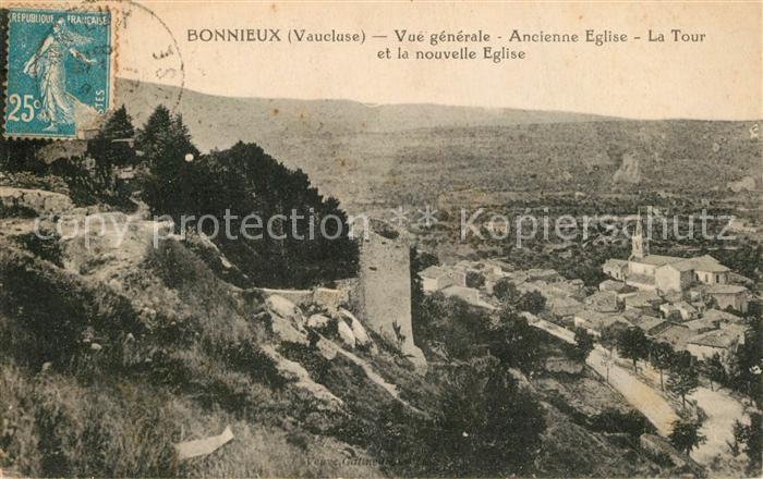 AK / Ansichtskarte Bonnieux Vue generale Ancienne Eglise La Tour et la nouvelle Eglise Bonnieux