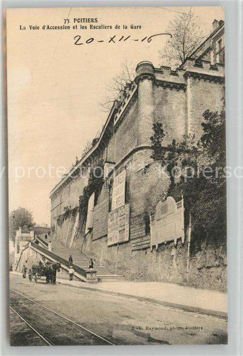 AK / Ansichtskarte Poitiers_Vienne La Voie d'Accession et les Escaliers de la Gare Poitiers Vienne