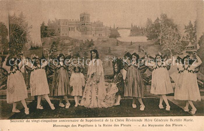 AK / Ansichtskarte Royaume Hommage des Papillons a la Reine des Fleurs Au Royaume des Fleurs Royaume
