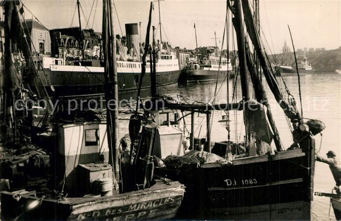 AK / Ansichtskarte Dieppe_Seine Maritime Bateaux de Peche et Paquebots Dieppe Seine Maritime