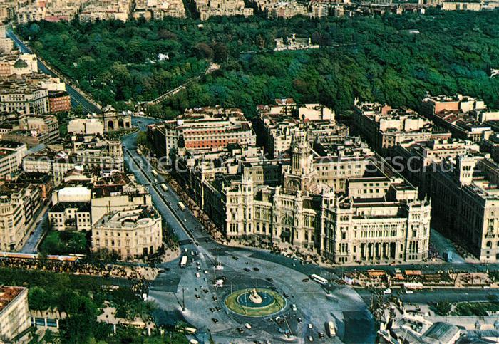 AK / Ansichtskarte Madrid_Spain Plaza de la Cibeles y el Retiro Fliegeraufnahme Madrid Spain