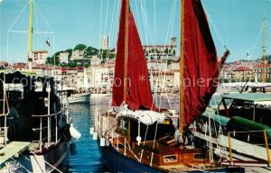 AK / Ansichtskarte Cannes_Alpes Maritimes Le Suquet vu du Port Bateaux Cannes Alpes Maritimes