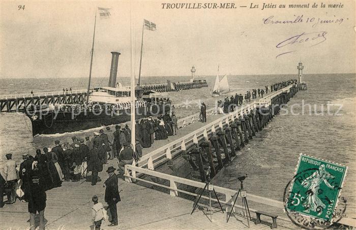 AK / Ansichtskarte Trouville sur Mer Les Jetees au moment de la maree Trouville sur Mer 0