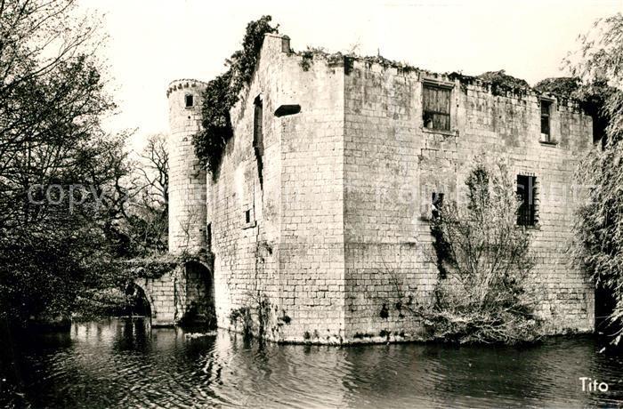 AK / Ansichtskarte Saint Jean d_Angle Ruines du Chateau Feodal du 14e siecle Saint Jean d_Angle 0