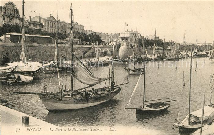 AK / Ansichtskarte Royan_Charente Maritime Le Port Bateaux Boulevard Thiers Royan Charente Maritime
