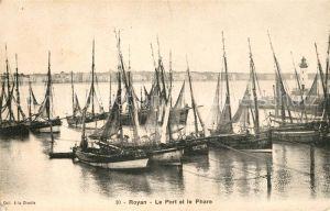 AK / Ansichtskarte Royan_Charente Maritime Le Port et le Phare bateaux Royan Charente Maritime