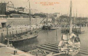 AK / Ansichtskarte Royan_Charente Maritime Facade du Port Bateaux Grands Hotels Royan Charente Maritime