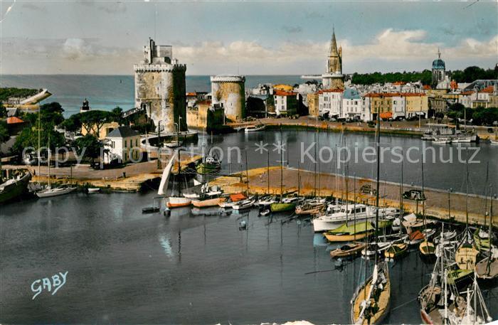AK / Ansichtskarte La_Rochelle_Charente Maritime Port des Yachts et les Tours La_Rochelle 0