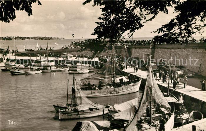 AK / Ansichtskarte Royan_Charente Maritime Un coin du port Royan Charente Maritime