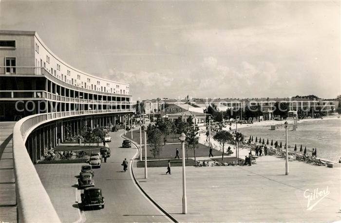 AK / Ansichtskarte Royan_Charente Maritime Sur le Front de Mer Casino Promenade Royan Charente Maritime 0