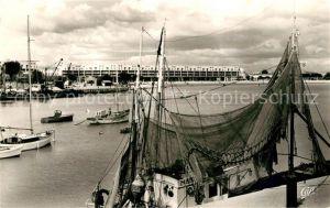 AK / Ansichtskarte Royan_Charente Maritime Front de Mer vu du port Bateau de peche Royan Charente Maritime