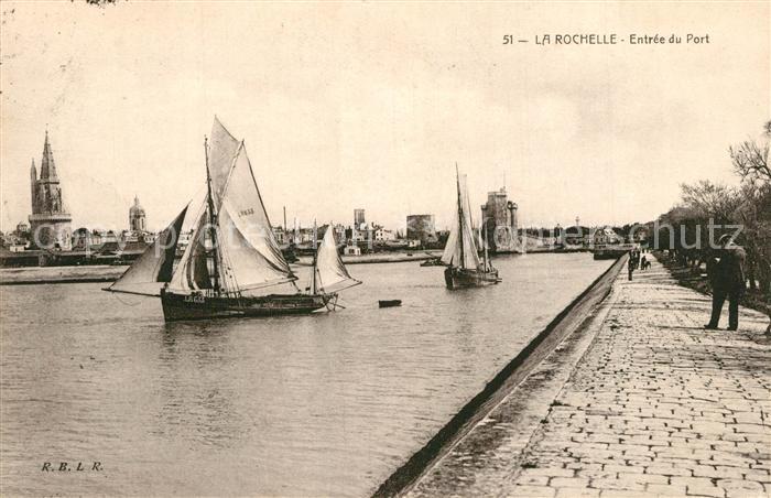 AK / Ansichtskarte La_Rochelle_Charente Maritime Entree du Port Bateaux La_Rochelle
