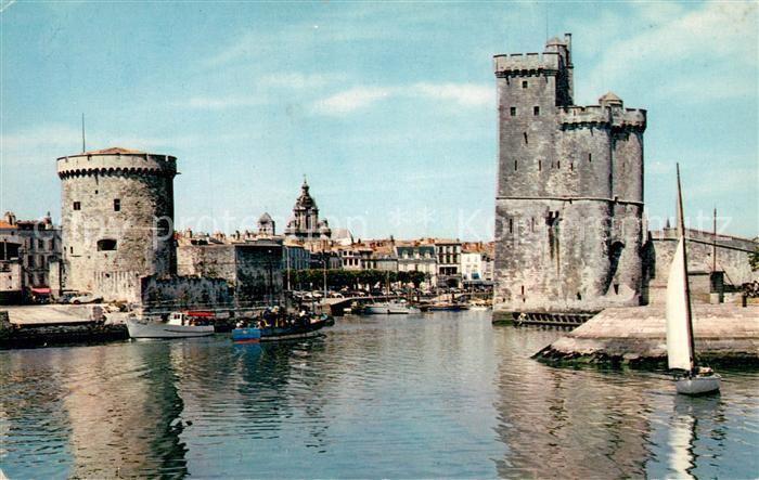 AK / Ansichtskarte La_Rochelle_Charente Maritime Le Port la Tour de la Chaine et Tour Saint Nicolas XIVe siecle La_Rochelle 0