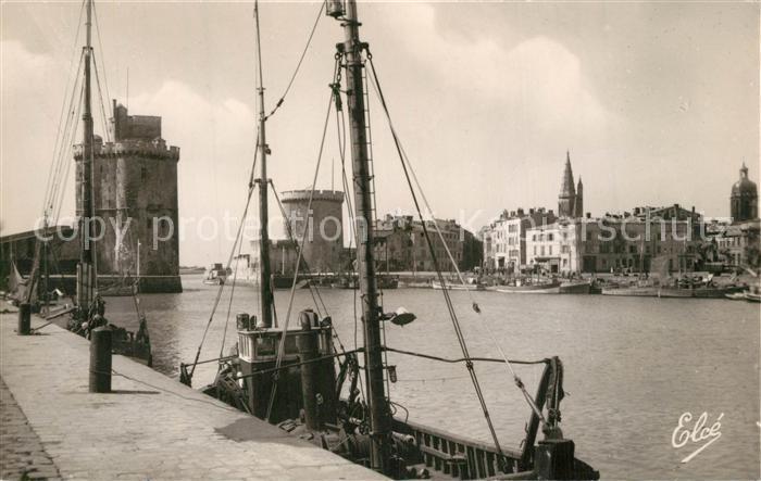 AK / Ansichtskarte La_Rochelle_Charente Maritime Sortie du Port et Tours Bateau La_Rochelle
