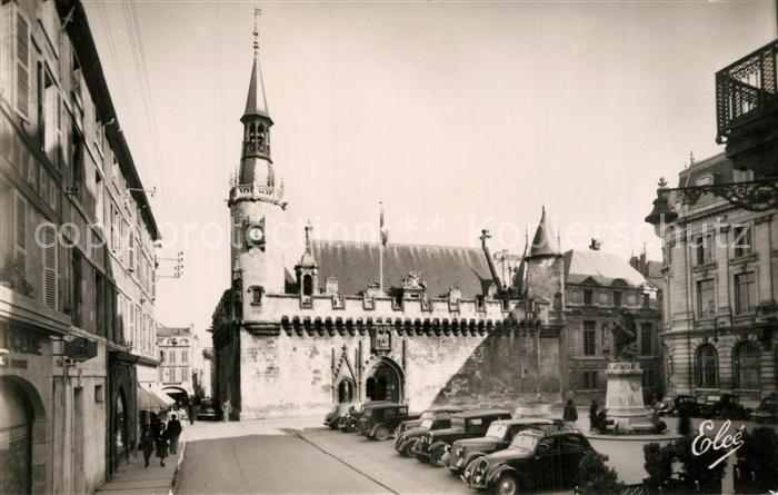 AK / Ansichtskarte La_Rochelle_Charente Maritime Hotel de Ville Monument La_Rochelle