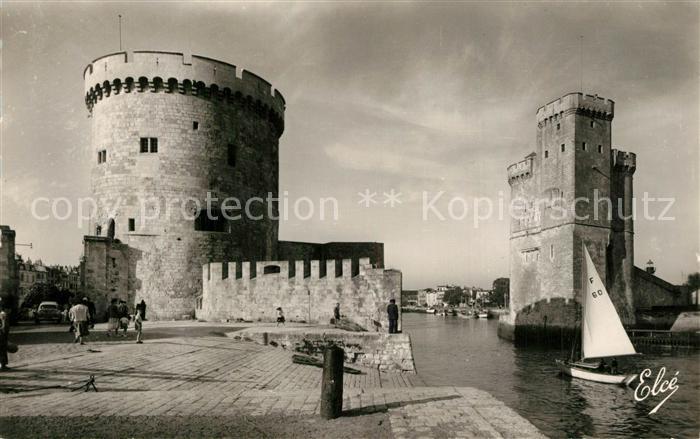 AK / Ansichtskarte La_Rochelle_Charente Maritime Entree du Port et ses Tours La_Rochelle 0