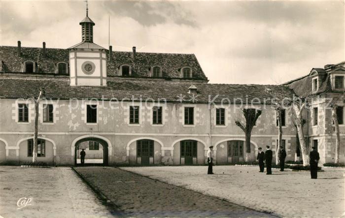 AK / Ansichtskarte Rochefort_sur_Mer Centre Ecole de l Aero Navale Caserne Martrou La Cour Rochefort_sur_Mer