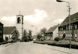 AK / Ansichtskarte Glauchau Geschwister Scholl Strasse mit kath Kirche Glauchau