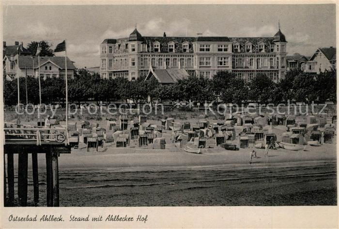 AK / Ansichtskarte Ahlbeck_Ostseebad Strand mit Hotel Ahlbecker Hof Ahlbeck_Ostseebad
