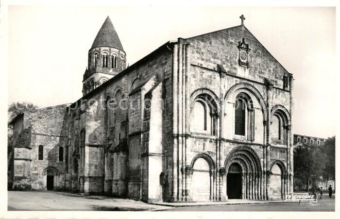 AK / Ansichtskarte Saintes_Charente Maritime La facade de l'eglise romane de l'abbaye aux Dames Saintes Charente Maritime